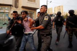 القاتل ثائر أبو جويعد يقمع المظاهرات ويشارك بضرب المواطنين