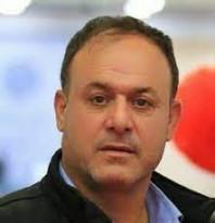 أجهزة محمود عباس اعتقلت المرشح للمجلس التشريعي فخري جرادات بعد اقتحام منزله صباح اليوم