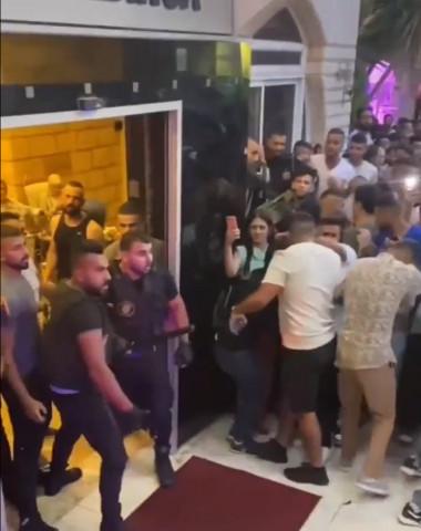 أفراد من شركة أمن يعتدون على المواطنين، خلال حفل في أحد فنادق مدينة رام الله