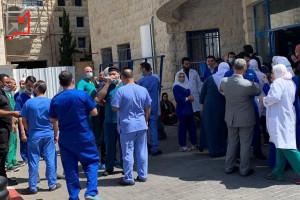 نقابة الأطباء تعلن الاضراب عن العمل بعد الاعتداء على الممرضة ايناس نزال في مجمع فلسطين الطبي