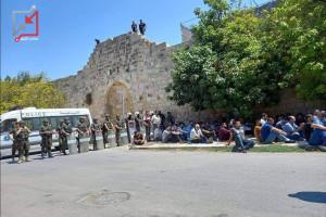 أجهزة أمن السلطة تمنع المواطنين من الصلاة في مسجد بأرطاس، بعد أن حولته إلى ملهى ليلي للرقص والخمور.