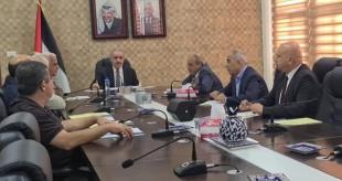 اجتماع محمد اشتية مع قادة الأجهزة الأمنية انتهى على مخرجات لا تمثل حلا لمشاكل الخليل