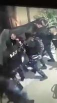 فيديو آخر اثناء اعتداء الشرطة في أذنا بالخليل على مواطن