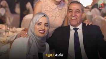 ما علاقة موظف كبير في رئاسة الوزراء ومقرب من اشتية بزوجة حسين الشيخ ، وما قصة القلادة الذهبية !!